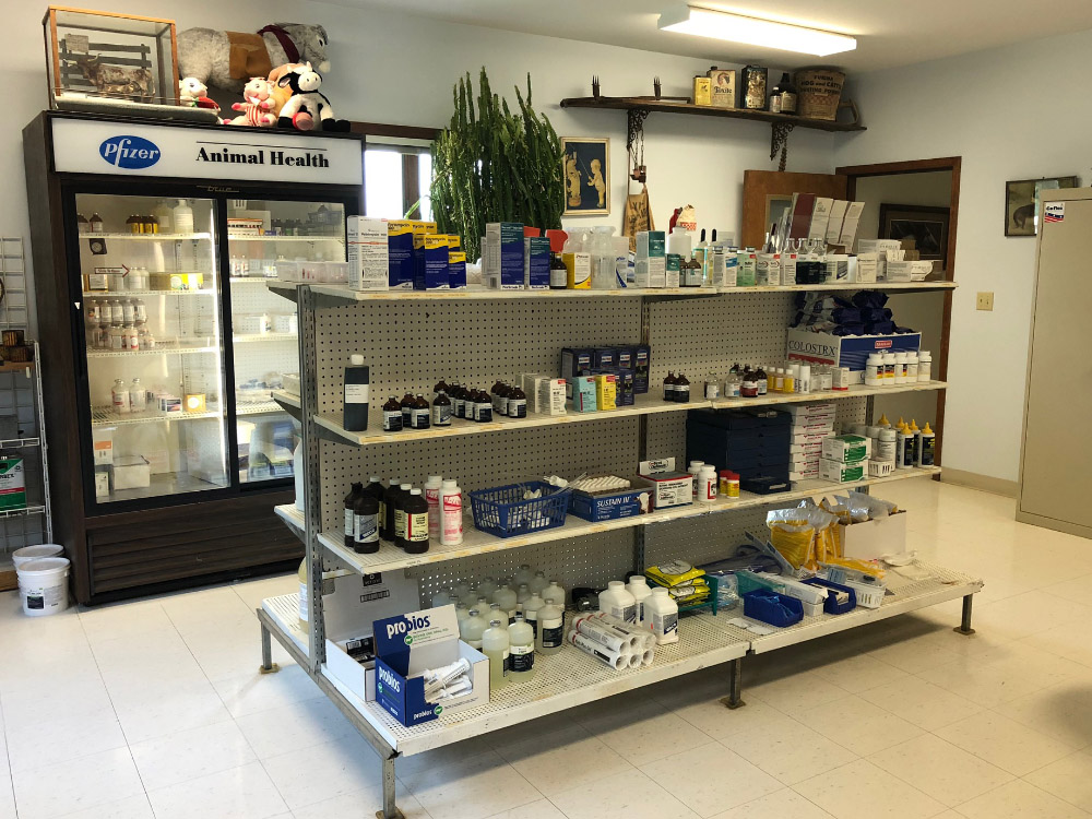 Mt. Sterling Veterinary Clinic Sells Large Animal Products